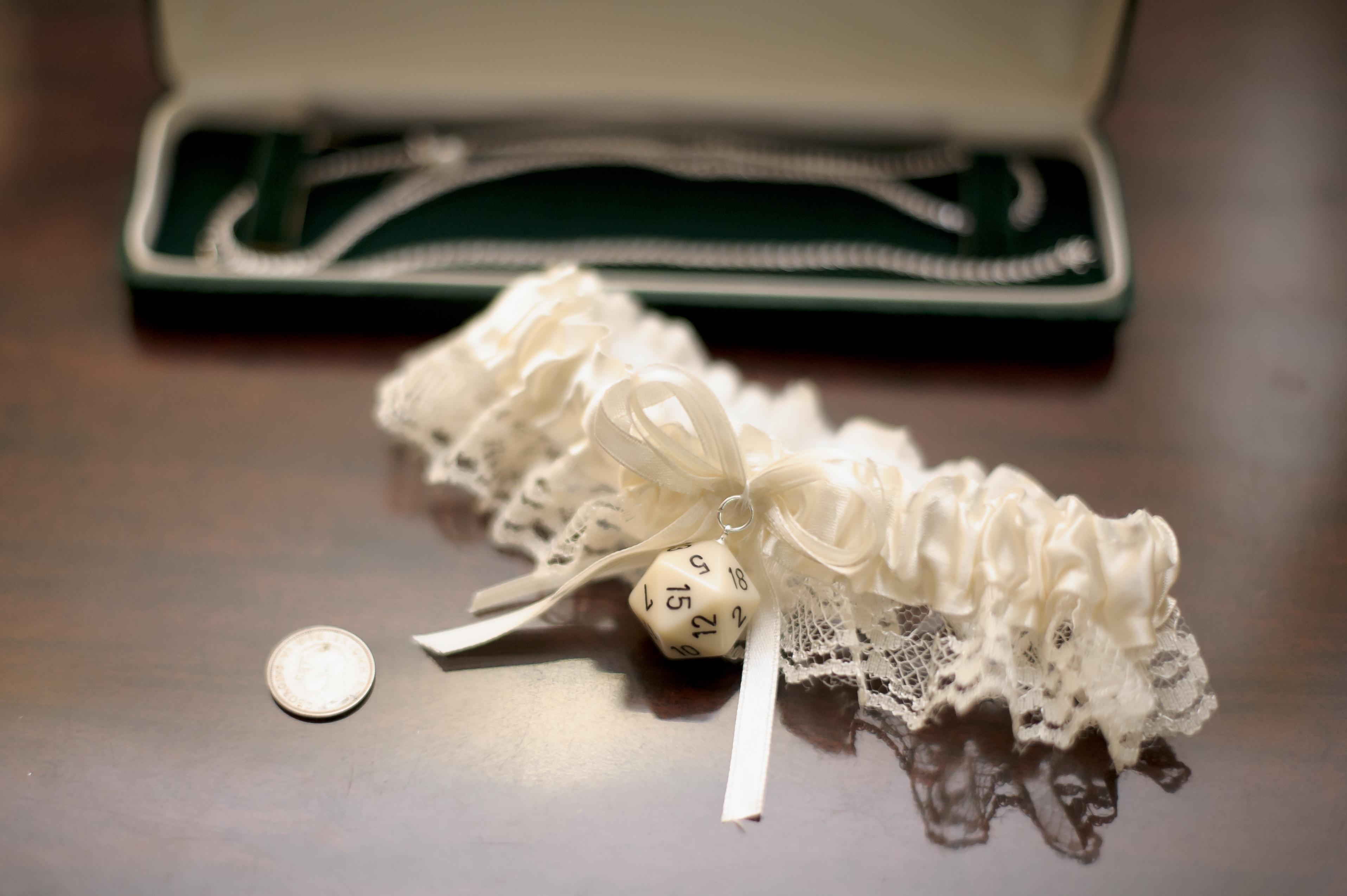 wedding häät sukkanauha garter dnd d&d roleplaying rpg dice d20 geek